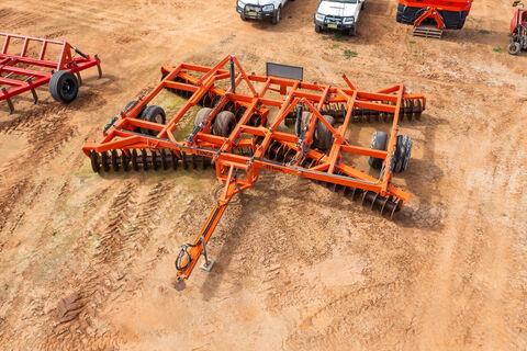 Ennor hydraulic fold 68 plate disc plough