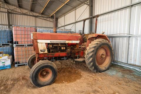 International 7660 2WD Tractor