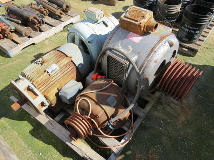 Pallet containing 4x electric motors - Teco 3phase 30hp motor (operational),
