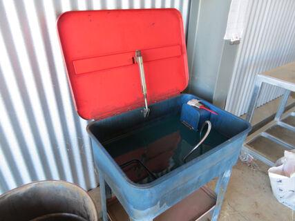 Mechanics parts wash unit including 240 volt pump