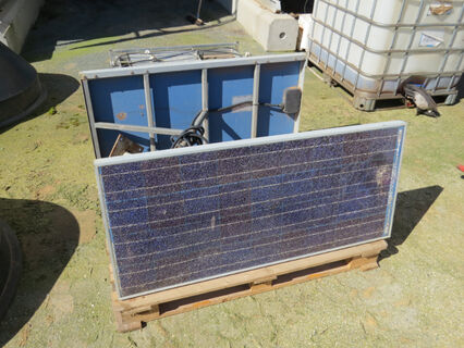 Pallet comprising of 2x solar panels with mounting frames