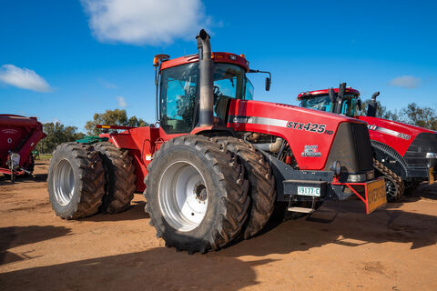2005 STX425HD Articulated 4WD tractor