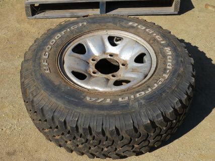 Toyota Landcruiser rim and tyre,