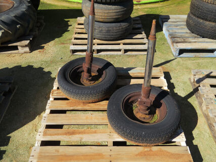 Pallet with 2x rims and axles for moving machinery