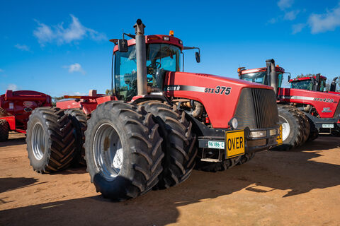 2000 STX375 Articulated 4WD tractor