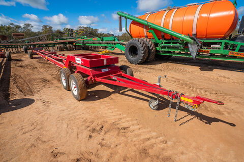 2017 O'Connors 40ft comb/windrowing front trailer