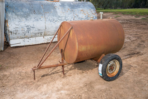 600Ltr (approx.) mobile fuel tank with brand new tyres