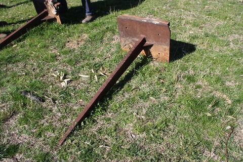 Heavy duty hay fork