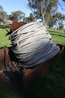 Small tipper tray & wire rope