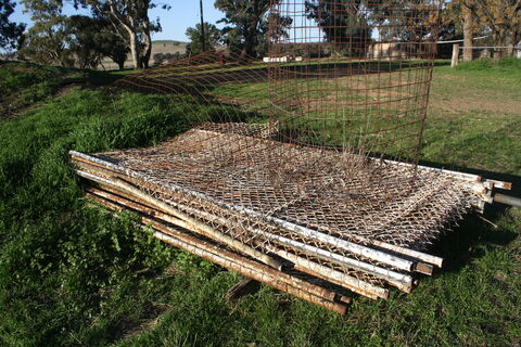 Chain wire fence panels