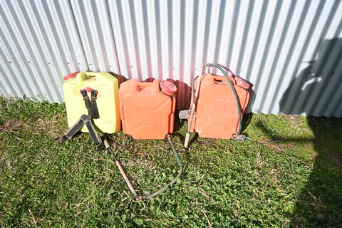 Back pack sprayers * 3