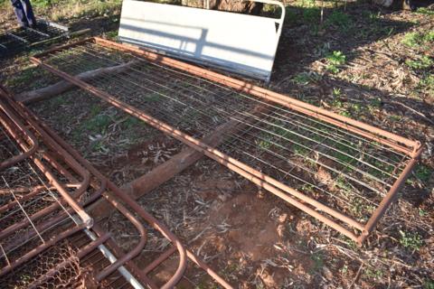 2x gates/panels