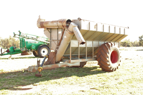 16t Mitze chaser bin with sheep feeder spout