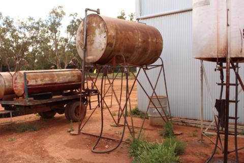 Overhed fuel tank