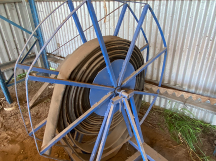 LAY FLAT IRRIGATION HOSE WITH ROLLER