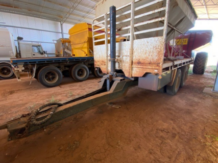 Nixon Tipping Pig Trailer With Bulk Top