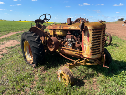 Renault R3042 Tractor