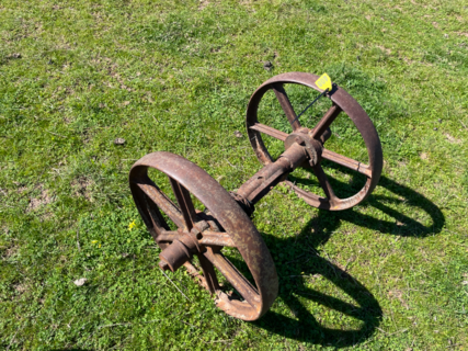 "2x 1' 8"" Wheels on Axle"