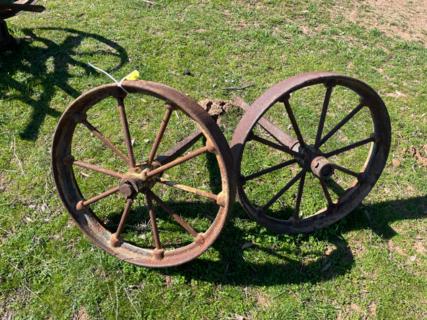"2x 1' 11"" Wheels on Axle"