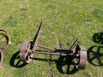 "2x 13"" Wheels on Axle"