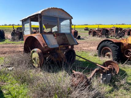 Case LA Model Tractor