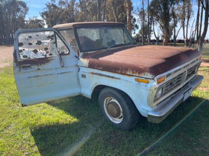 Ford F100 Ute with Motor