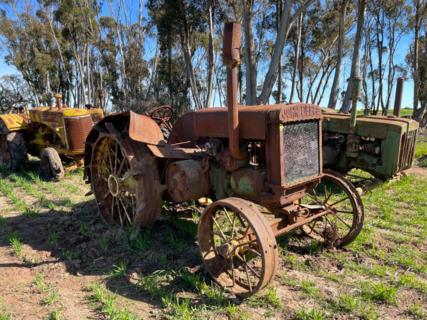 John Deere D Model Unstyled Tractor