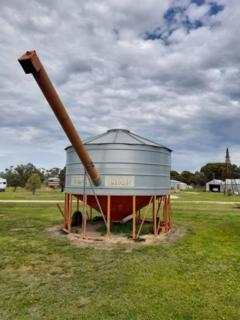 Sherwell field bin with auger, 28T