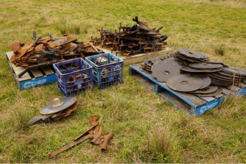 Double disc conversion for tyne seeders