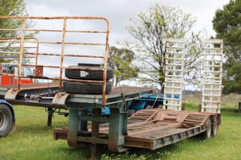 Heavy duty bogie axle low loader