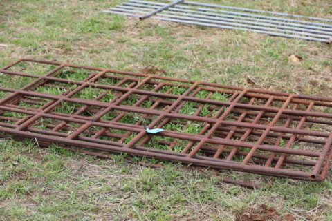 Cattle crate flooring