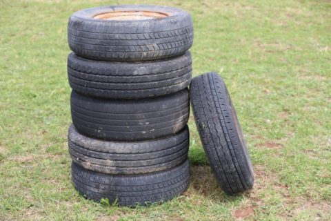 6 Kingswood rims and tyres
