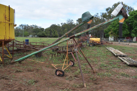 Bosmac pencil auger on stand