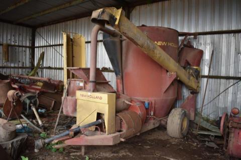 New Holland 358 hammermill mixer