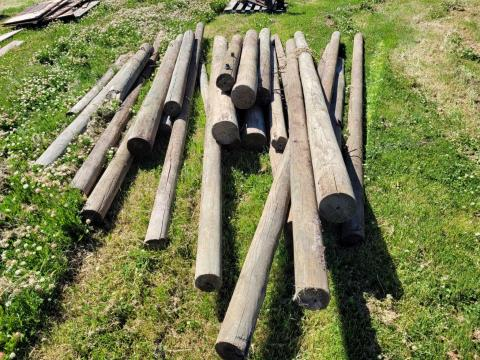 Assorted Pine Strainers, Posts & Stays
