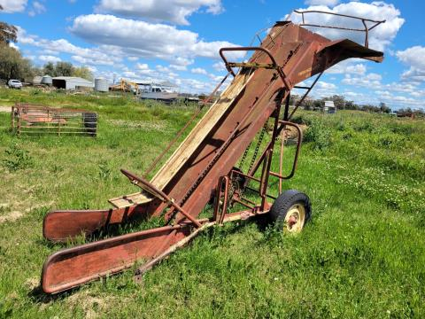 New Holland 471 small square bale elevator
