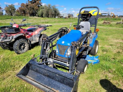 New Holland 'Boomer' 1025 4WD Utility Tractor