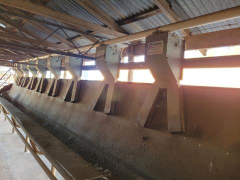 20 Aside Bonlac feed system & feed troughs