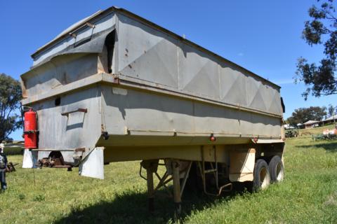 Athol Hedges 22ft tipper trailer