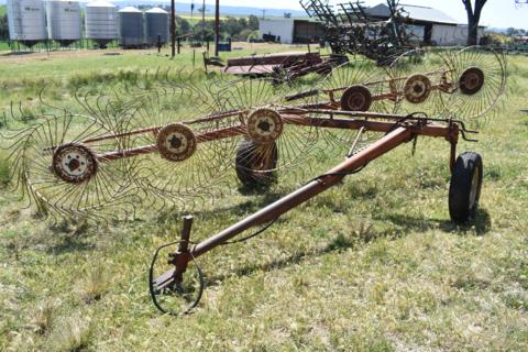 Vicon 6 wheel hay rake