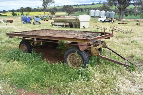 Dual axle farm trailer