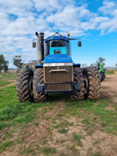 2004 New Holland TJ425 Tractor